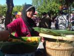 pedagang-nasi-liwet-di-sunday-market-velodrome-manahan_20160821_154628.jpg