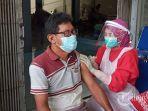 pedagang-pasar-grogol-sukoharjo-murjono-saat-dilakukan-vaksina.jpg