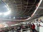 pelemparan-terhadap-tribune-suporter-malaysia-yang-dilakukan-oknum-suporter-indonesia.jpg