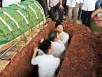 pemakaman-adara-taista_20180521_111207.jpg