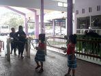pengunjung-saat-memasuki-taman-jurug-tstj-solo-sabtu-22122018.jpg