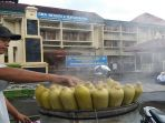 penjual-jagung-rebus-di-depan-sma-negeri-4-surakarta_20170202_141230.jpg