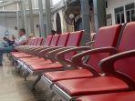 penumpang-menunggu-di-ruang-tunggu.jpg