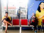 penumpang-menunggu-kereta-di-stasiun-solo-balapan.jpg