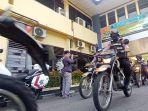 personel-polresta-solo-menaiki-sepeda-motor-dinas-untuk-be.jpg