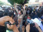peserta-demo-dibubarkan-di-depan-kantor-bupati-sukoharjo-p.jpg