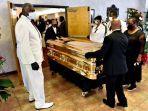 peti-emas-berisi-jenazah-george-floyd-tiba-untuk-upacara-pemakaman.jpg