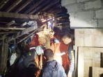 petugas-dan-relawan-mencari-korban-longsor-di-dusun-sedayu-desa-tengklik.jpg