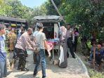 petugas-mengevakuasi-korban-kecelakaan-maut-di-jatigede-sumedang-jumat-1452021.jpg