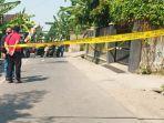 police-line-masih-dipasang-di-rumah-satu-keluarga-yang-dibunuh-secara-sadis-di-dukuh-slemben-rt-01-r.jpg