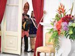 presiden-joko-widodo-dan-ibu-negara-iriana-jokowi_20180817_103328.jpg