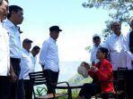 presiden-jokowi-dan-ibu-negara-iriana-menikmati-wisata-the-kaldera-nomadic-escape.jpg