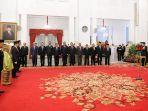 presiden-jokowi-memimpin-upacara-penganugerahan-gelar-pahlawan-nasional_20181108_223949.jpg