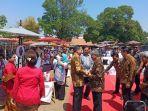 presiden-jokowi-saat-hadiri-hari-batik-nasional-di-mangkunegaran-solo-rabu-2102019.jpg