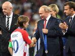 presiden-rusia-vladimir-putin_20180716_155842.jpg