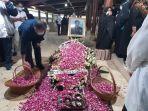 proses-pemakaman-jenazah-mantan-ksad-jenderal-tni-purn-wismoyo-arismunandar-2.jpg