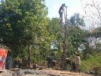proses-pembuatan-sumur-bor-di-desa-krendowahono-kecamatan-gondangrejo-karanganyar.jpg