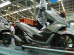 proses-perakitan-sepeda-motor-baru-honda-pcx-warna-sophisticated-matte-silver.jpg