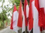 puluhan-bendera-merah-putih-di-rumah-asim.jpg