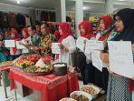 puluhan-pedagang-pasar-ir-soekarno-saat-doa-bersama-di-pasar-ir-soekarno.jpg