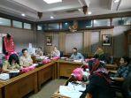 rapat-antara-komisi-iii-dengan-dinas-selesaikan-keluhan-pedagang-pasar-legi.jpg