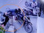 rd-sepeda-motor-di-depan-toko-snack-kampung-sampangan-kelurahan-semanggi-k.jpg