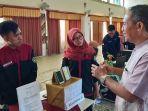 rektor-univet-sukoharjo-ali-mursid-wahyu-mulyono-saat-berdialog-dengan-peserta-lomba.jpg