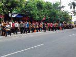 relawan-pro-jokowi-berdesakan-di-sepanjang-jalan-letjen-suprapto_20171108_075044.jpg