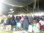 ribuan-warga-desa-gembaseram-bagian-barat-maluku-mengungsi.jpg