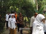 rombongan-tim-penilai-saat-mengunjungi-kebun-bibit-dinas-kebersihan-dan-pertanian_20160916_145600.jpg