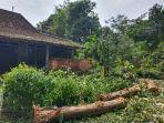 rumah-sugiyarto-di-desa-lengking-kecamatan-bulu-sukoharjo-kamis-2112021.jpg