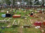 sampah-berserakan-di-area-perkuburan-di-pancoranmas.jpg