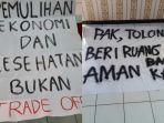 sebagian-poster-yang-dibawa-mahasiswa-saat-presiden-jokowi-mengunjungi-u.jpg