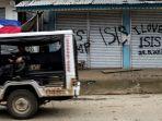 sebuah-mobil-patroli-tentara-filipina-melintasi-sebuah-bangunan-di-marawi_20170628_191259.jpg