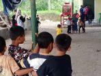 sejumlah-anak-bermain-bersama-dengan-para-relaw-merapi.jpg