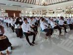 sejumlah-peserta-saat-mengerjakan-ujian-ppk-di-graha-mulya-sukoharjo-kamis-3012020.jpg