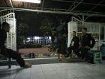 sejumlah-polisi-berjaga-di-depan-dan-dalam-area-masjid-falatehanmabes-polri_20170702_072228.jpg