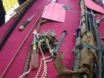 senjata-senjata-yang-digunakan-oleh-para-perusuh-yang-melakukan-aksi-di-kota-jayapura.jpg