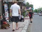 seorang-pengemis-di-kawasan-wisata-ubud-bali_20180205_095426.jpg