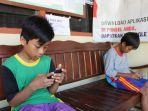 siswa-belajar-online-di-kantor-desa-bogembayat.jpg