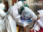 siswa-menjalani-swab-antigen-massal-di-sdn-laweyan-54-kot.jpg