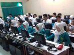siswa-sman-1-surakarta-ujian-nasional-unbk_20170410_130649.jpg