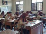 siswa-smkn-1-sukoharjo-sedang-mengikuti-ujian-sekolah-berstandar-nasional-usbn.jpg