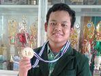siswa-smp-al-azhar-solo-baru-raih-medali-emas-olimpiade-sains-al-azhar-se-indonesia_20170203_225502.jpg