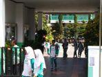 siswa-smpn-1-tawangmangu-saat-pulang-sekolah-kamis-1362019.jpg