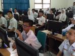 siswa-smpn-9-surakarta-uji-coba-unbk-2016_20160425_130143.jpg