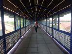 skybridge-penghubung-terminal-tirtonadi-stasiun-solo-balapan_20170606_115804.jpg