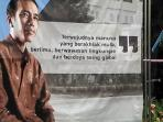 spanduk-bergambar-presiden-jokowi-di-depan-gerbang-masuk-sman-6-solo_20160404_091431.jpg