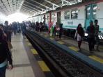 stasiun-solo-balapan-penumpang-kereta-api-prambanan-ekspres-prameks_20160710_170948.jpg