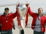 steven-gerrard-dan-manager-liverpool-rafael-benitez-liga-champion-ehhgg.jpg